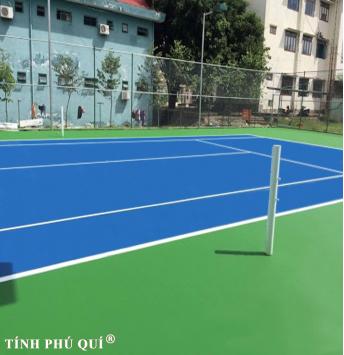 sửa chữa mặt sân tennis trên nền nhựa